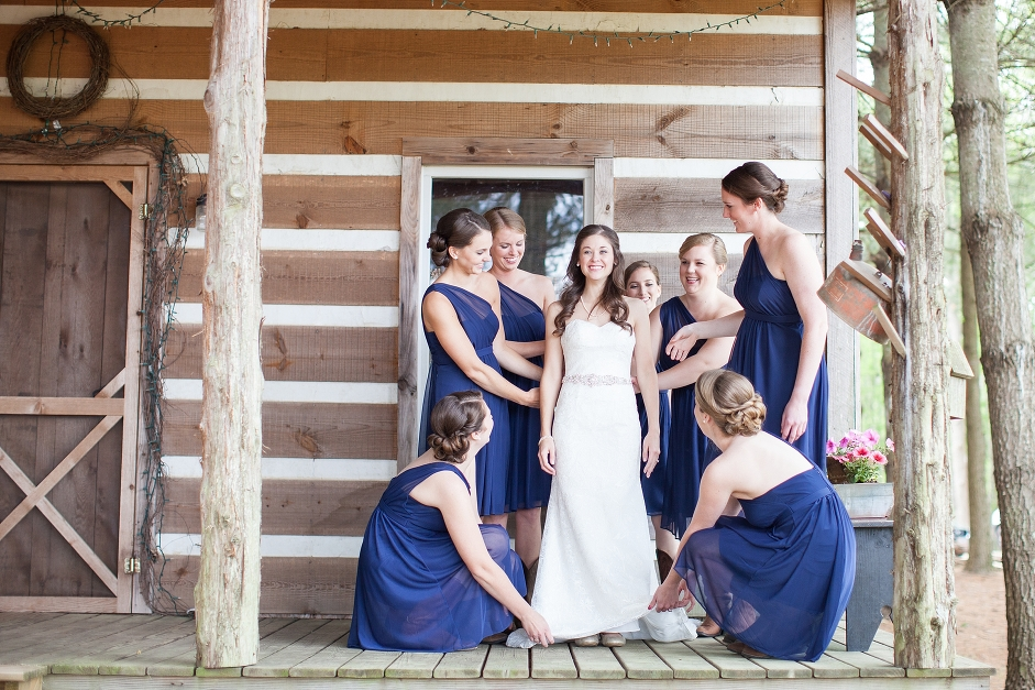 destarteweddingbarn_bridalparty_porchcabin