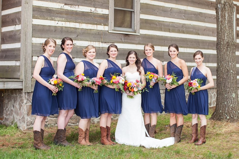 destarteweddingbarn_bridalparty_cabins