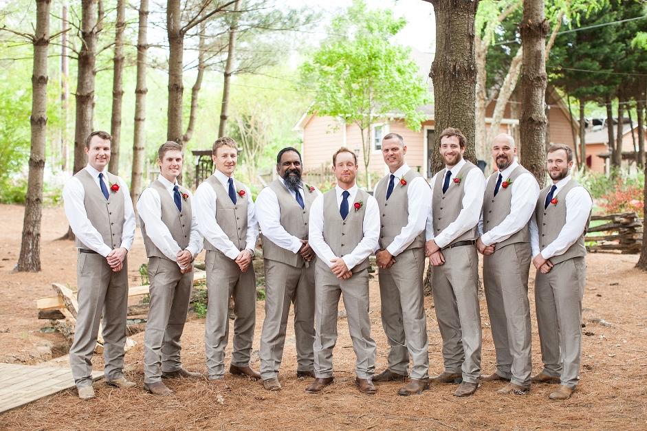 destarteweddingbarn_groomsmen_groom